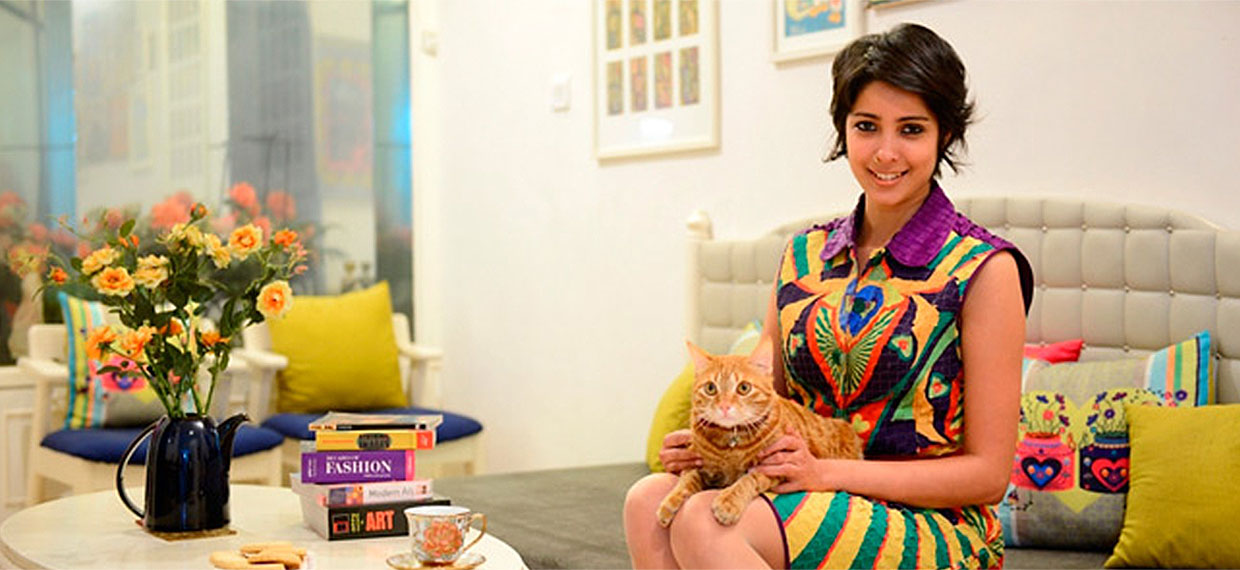 Nida-Mahmood-with-her-cat-mr-toffee-tinkerbell-indian-fashion-designer-with-her-pet-queen-of-kitsch